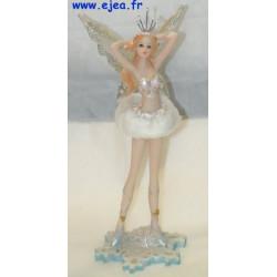 Figurine Fée hiver bras levés